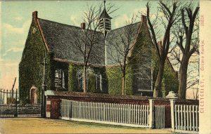 Het Groene Kerkje op een prentbriefkaart uit 1903. In 1954 werd de klimop verwijderd voor een grote restauratie.