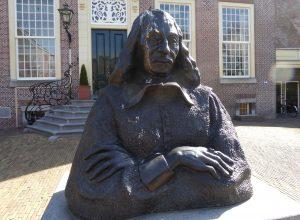 Descartes op de binnenplaats van Kasteel Endegeest. Sculptuur uit van
