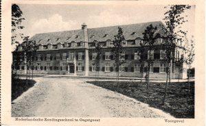 Prentbriefkaart van de Zendingsschool uit 1917. Vanaf huist het gebouw luxe appartementen.